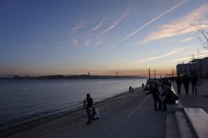 Coucher de soleil sur le Tage avec vue sur le Ponte 25 de Abril