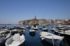 Rovinj et son campanile vus depuis le port
