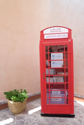 À Doha, les cabines téléphoniques londoniennes servent de bibliothèque :)