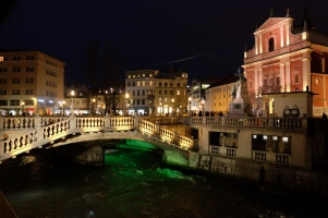 Les Trois ponts (Tromostovje) illuminés