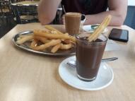 Churros y chocolate caliente